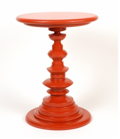 red_accent_table