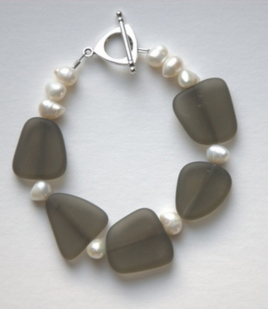 pearl bracelet with gray beads