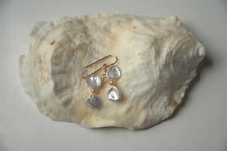 Keishi Earrings with Peach Pearls